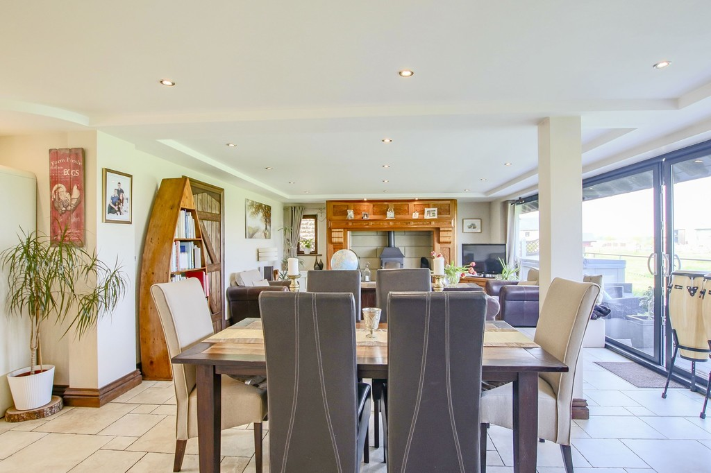 4 Bedroom Detached House To Rent - Image 41