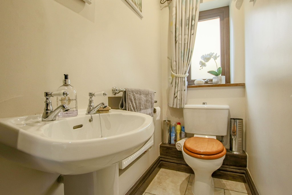 4 Bedroom Detached House To Rent - Image 45