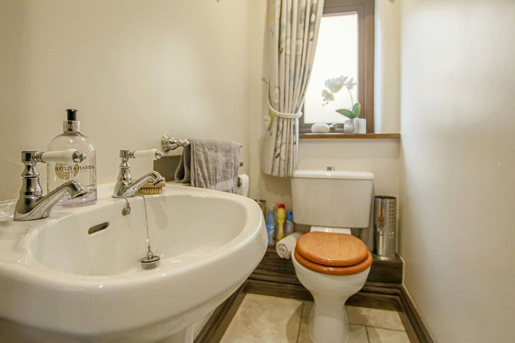 4 Bedroom Detached House To Rent - Image 46
