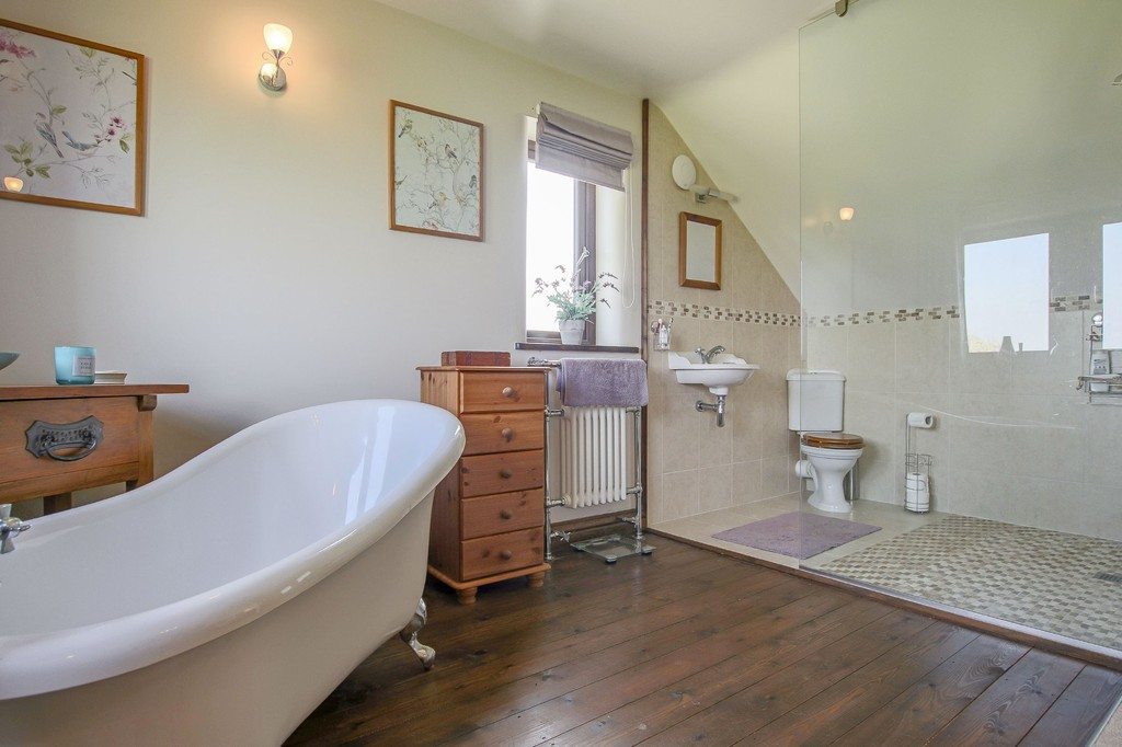 4 Bedroom Detached House To Rent - Image 17