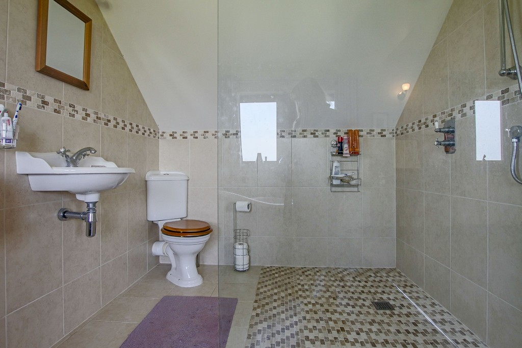 4 Bedroom Detached House To Rent - Image 7