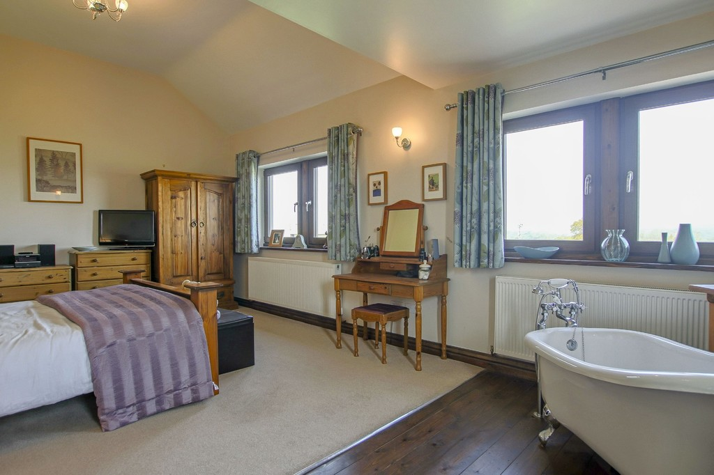 4 Bedroom Detached House To Rent - Image 19