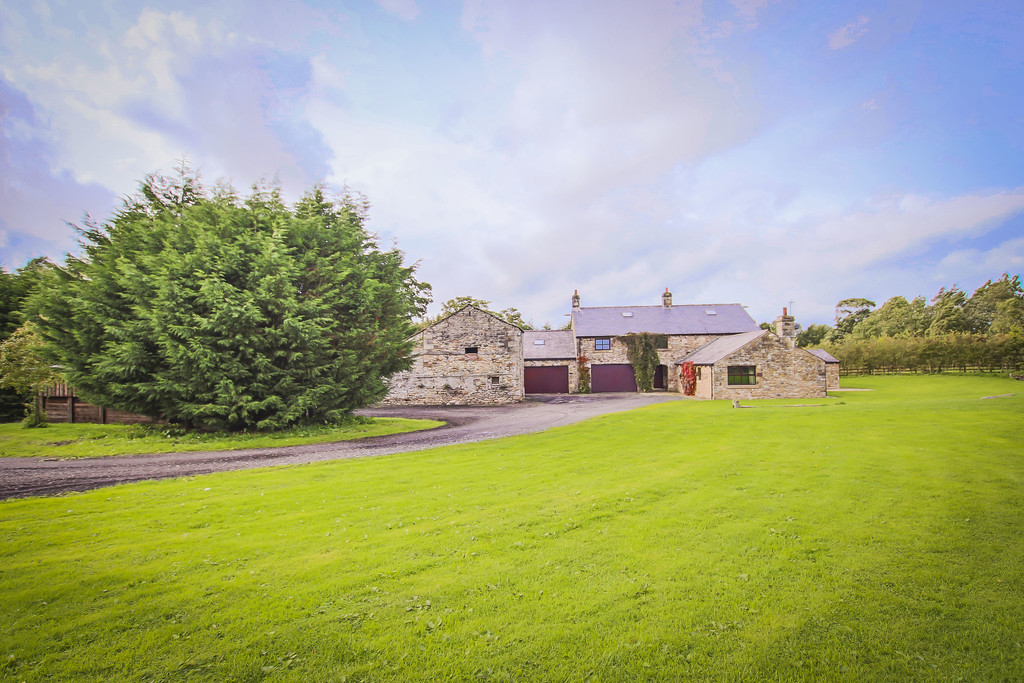 5 Bed Farm House To Rent - Main Image