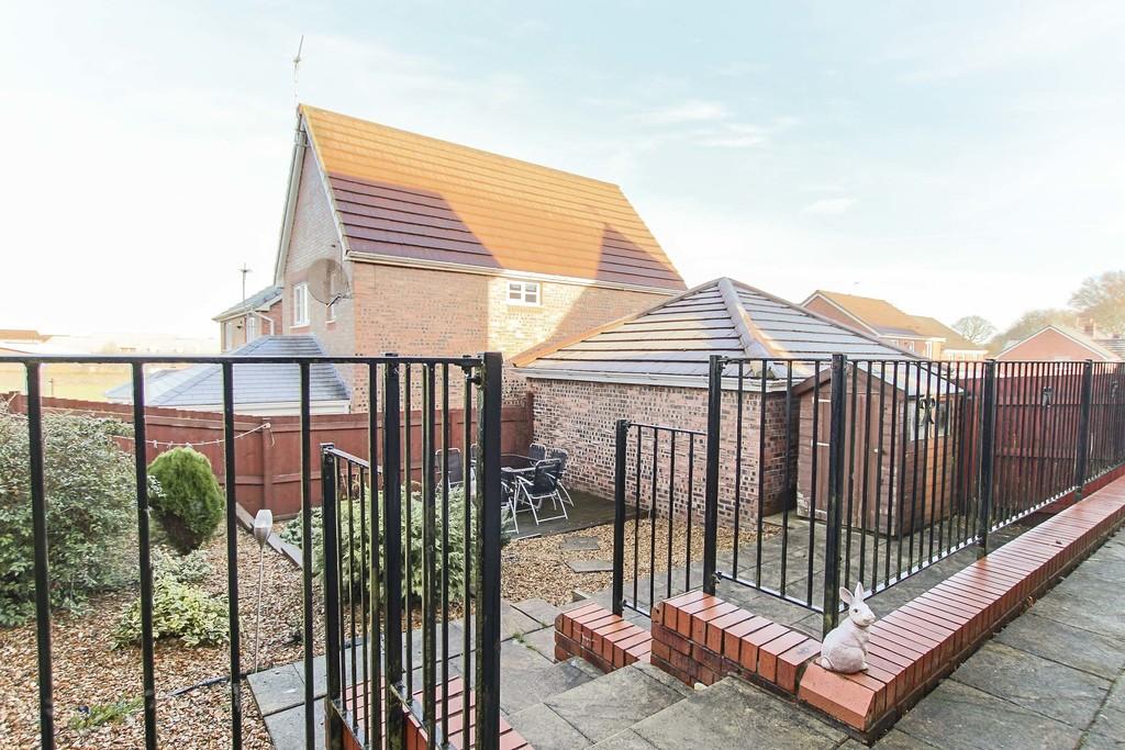 4 Bedroom Detached House To Rent - Image 12