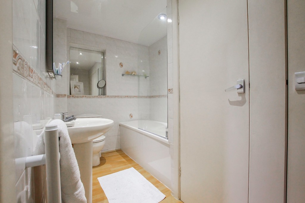 4 Bedroom Detached House To Rent - Image 9