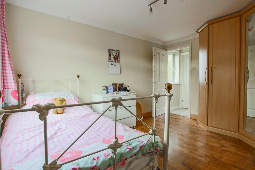 4 Bedroom Detached House To Rent - Image 11