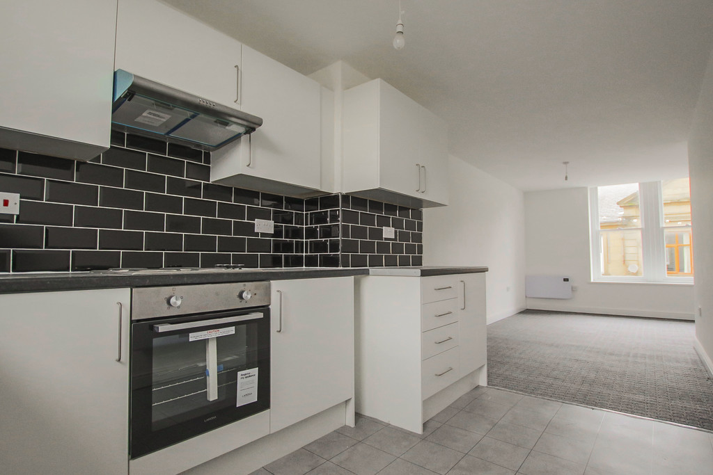 4 Bed Apartment Flat To Rent - Main Image