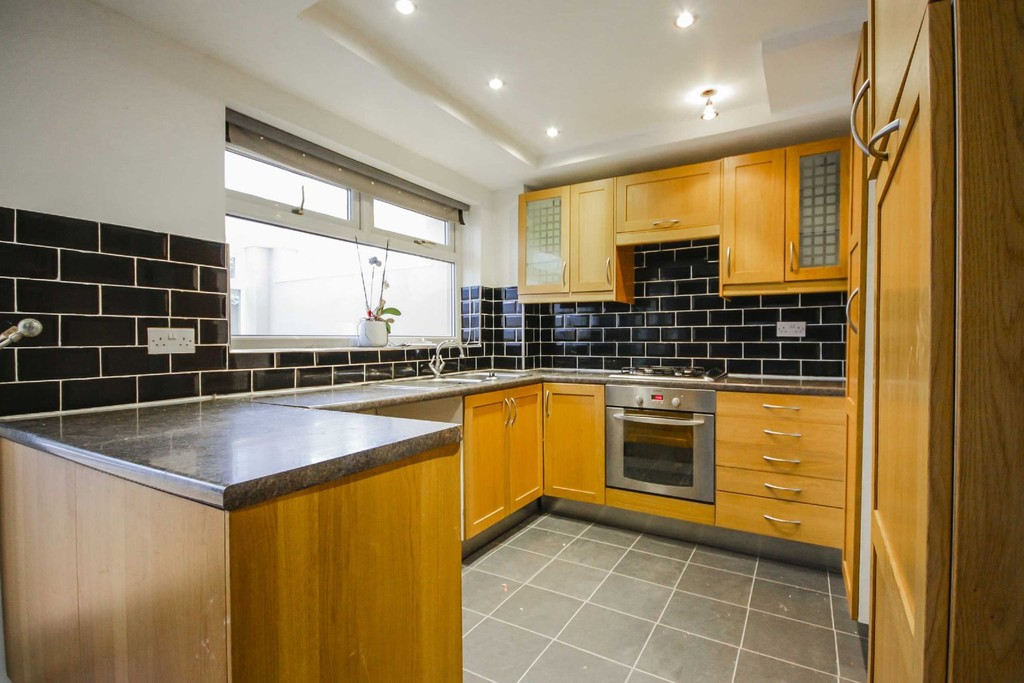 3 Bedroom Semi-detached House To Rent - Image 10
