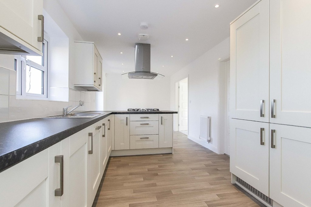 4 Bedroom Detached House To Rent - Image 3