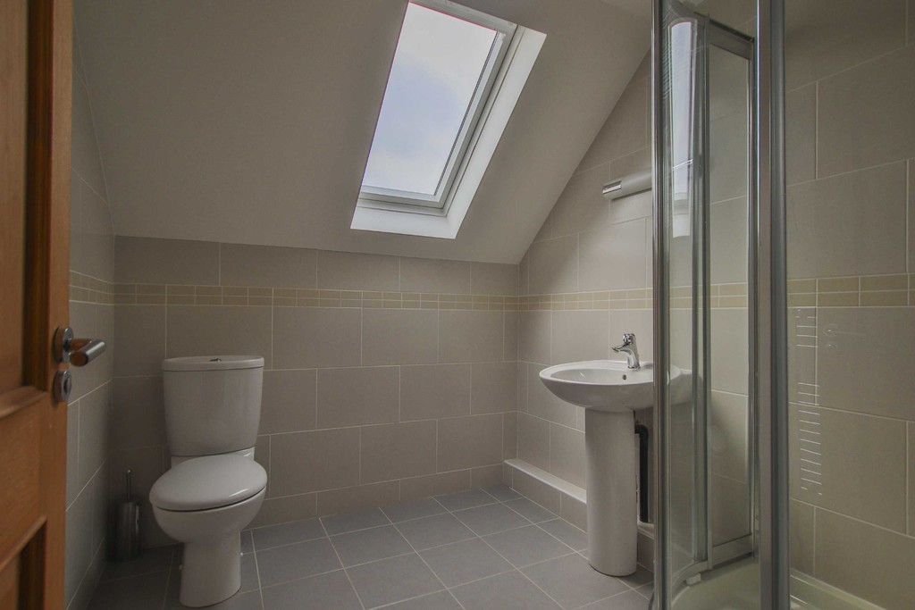 6 Bedroom Detached House To Rent - Image 16
