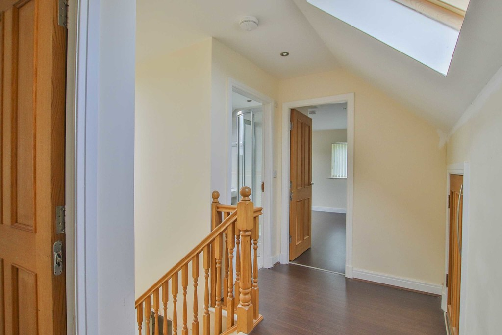 6 Bedroom Detached House To Rent - Image 19