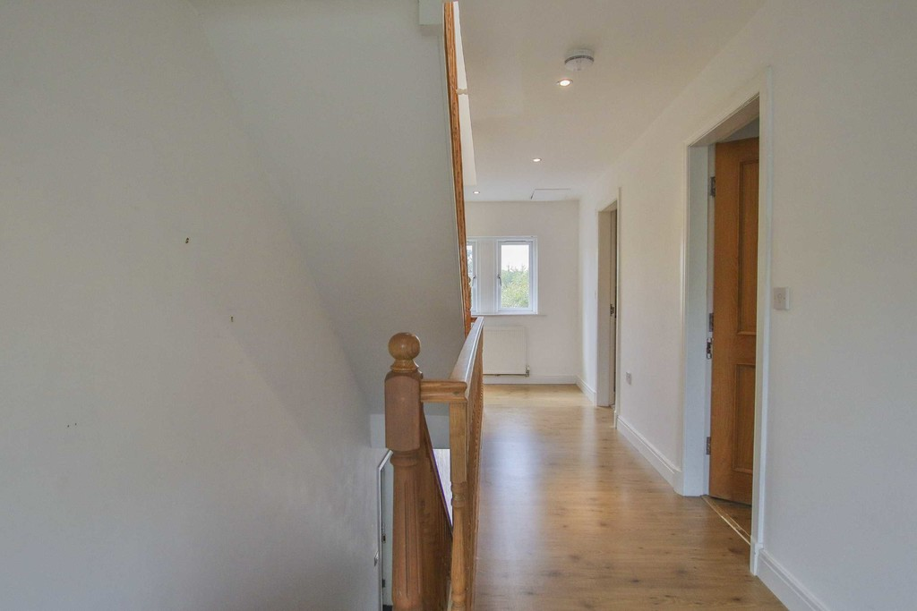 6 Bedroom Detached House To Rent - Image 22