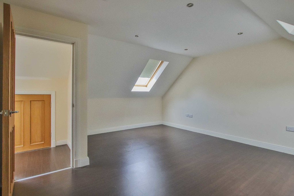 6 Bedroom Detached House To Rent - Image 6