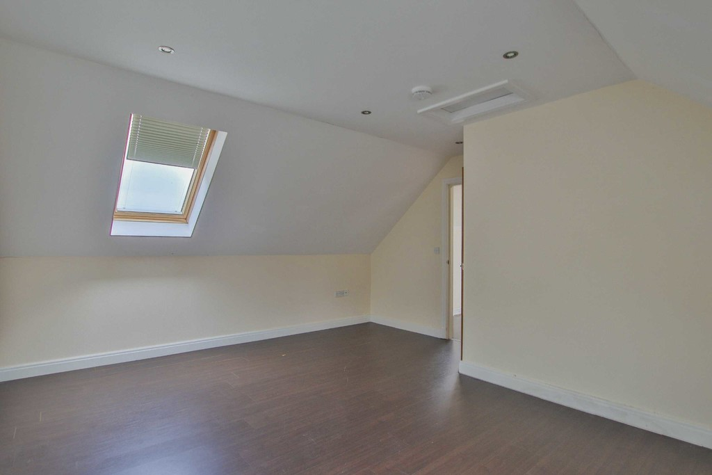 6 Bedroom Detached House To Rent - Image 21