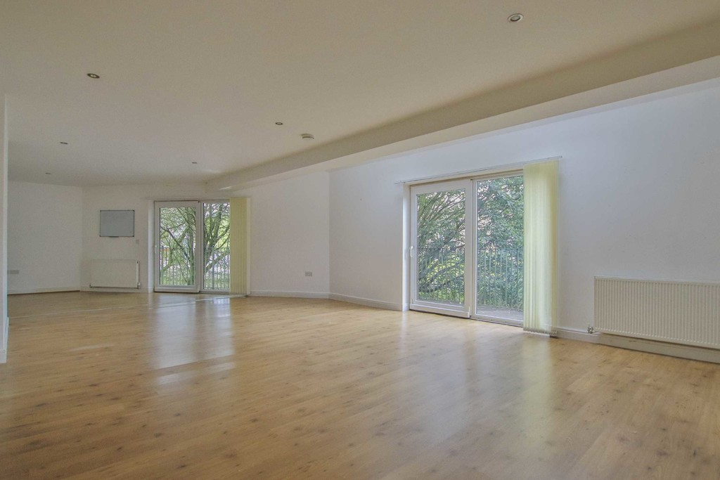 6 Bedroom Detached House To Rent - Image 18