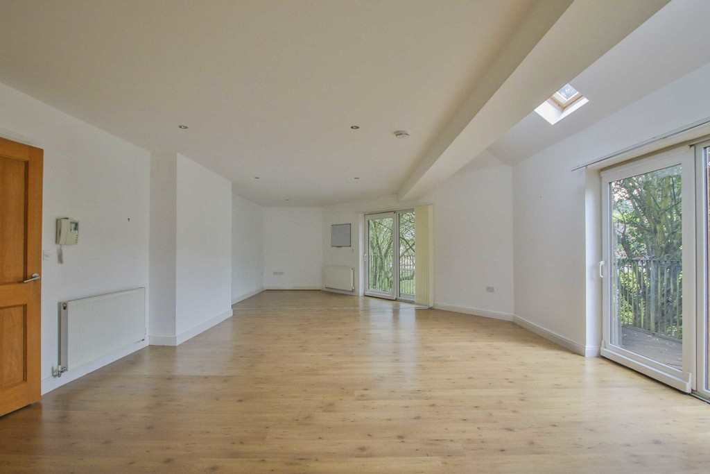 6 Bedroom Detached House To Rent - Image 27