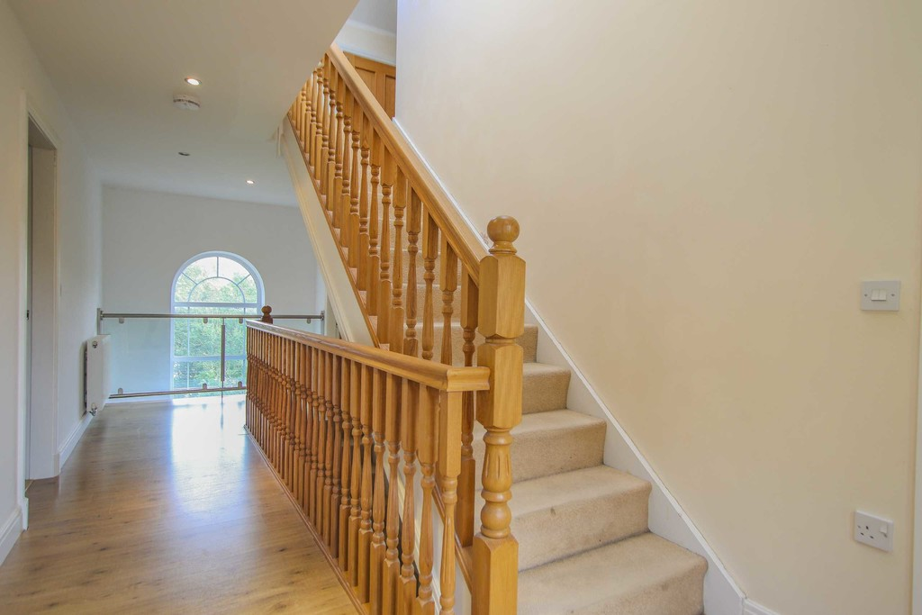 6 Bedroom Detached House To Rent - Image 33