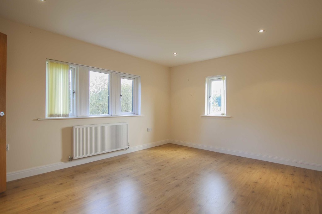 6 Bedroom Detached House To Rent - Image 34