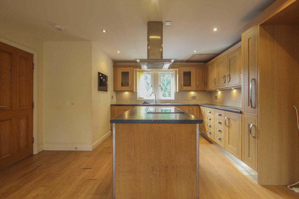 6 Bedroom Detached House To Rent - Image 14