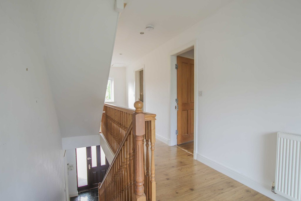 6 Bedroom Detached House To Rent - Image 38