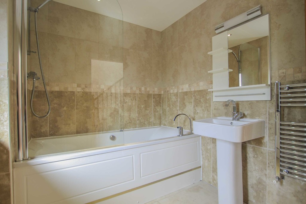 6 Bedroom Detached House To Rent - Image 40