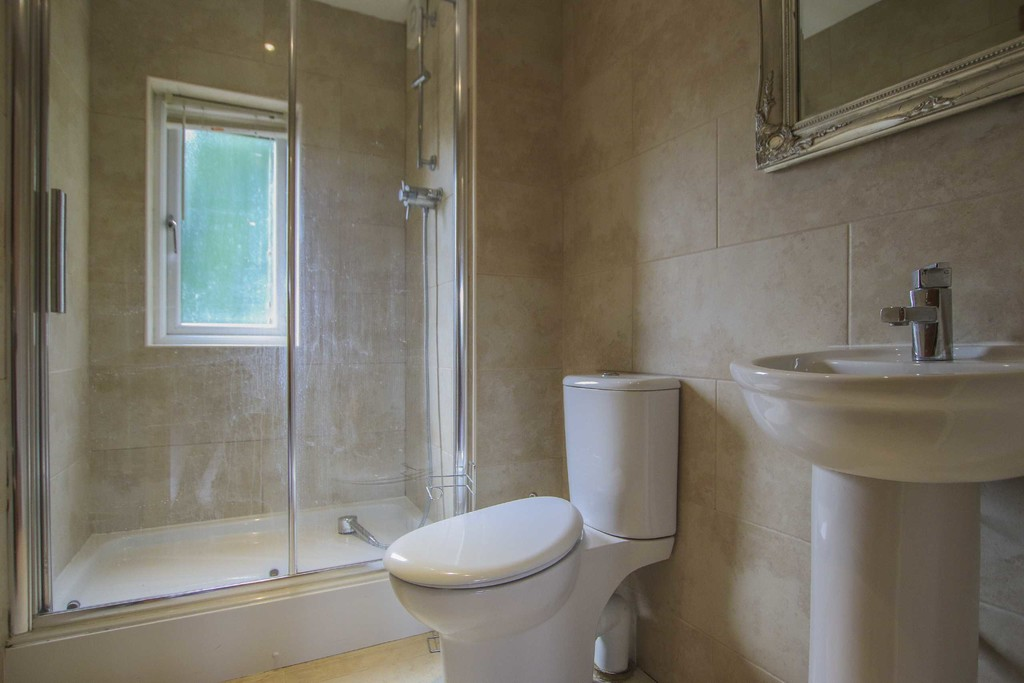 6 Bedroom Detached House To Rent - Image 41