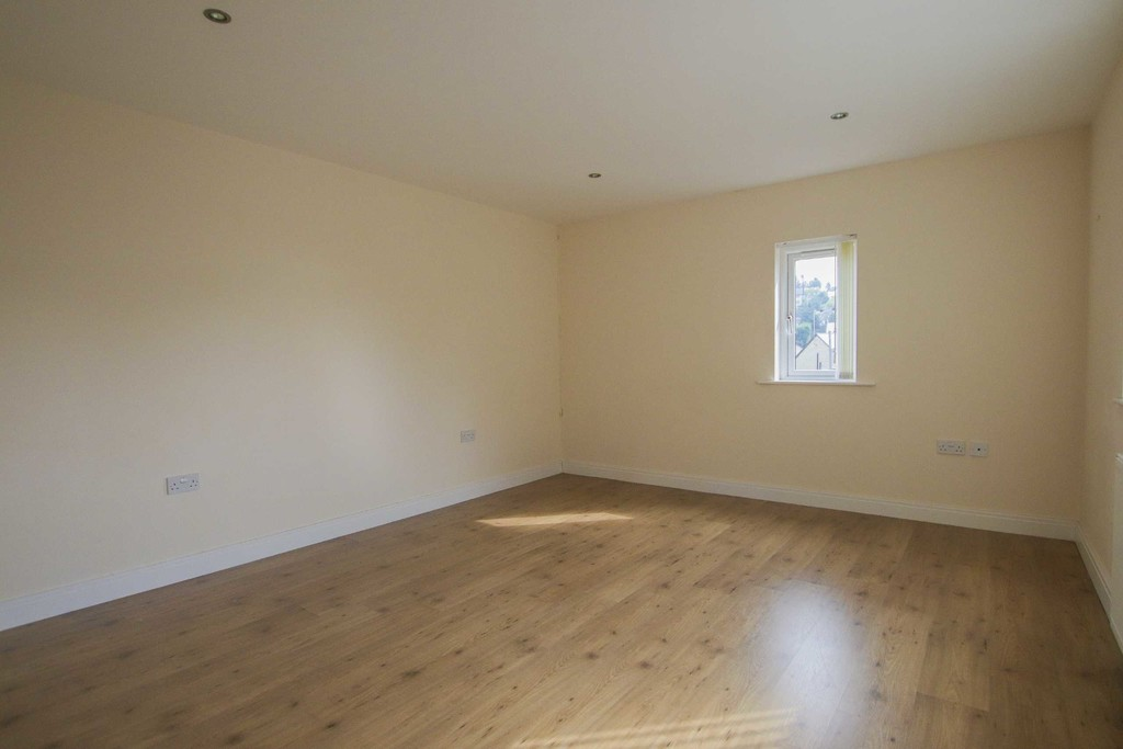 6 Bedroom Detached House To Rent - Image 43