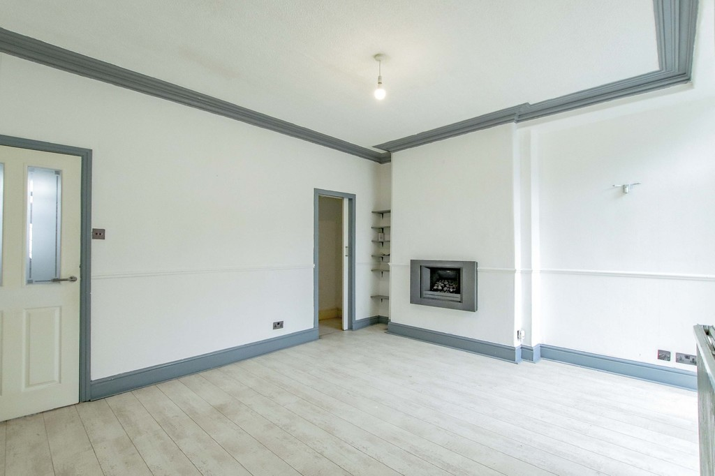 3 Bedroom Mid Terraced House To Rent - Image 10