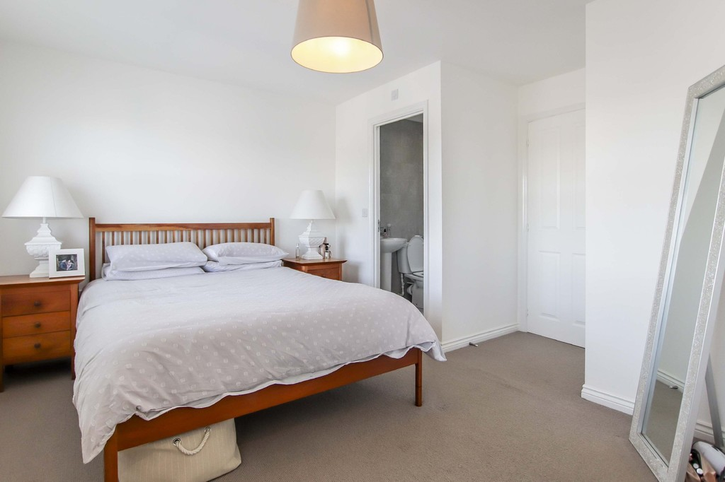 4 Bedroom End Terraced House To Rent - Image 15