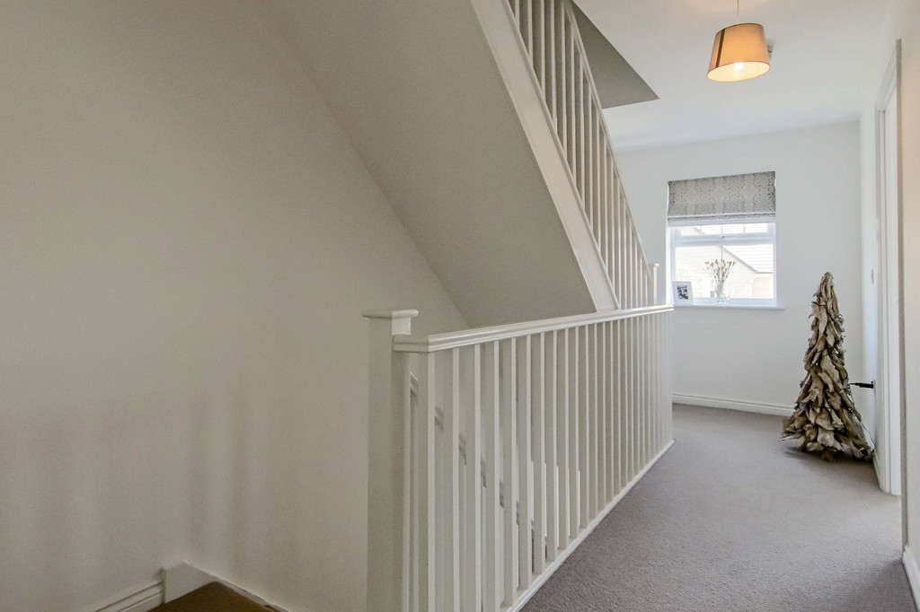 4 Bedroom End Terraced House To Rent - Image 8