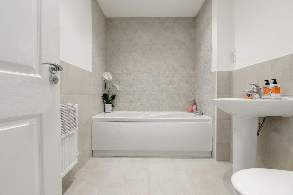 4 Bedroom End Terraced House To Rent - Image 10