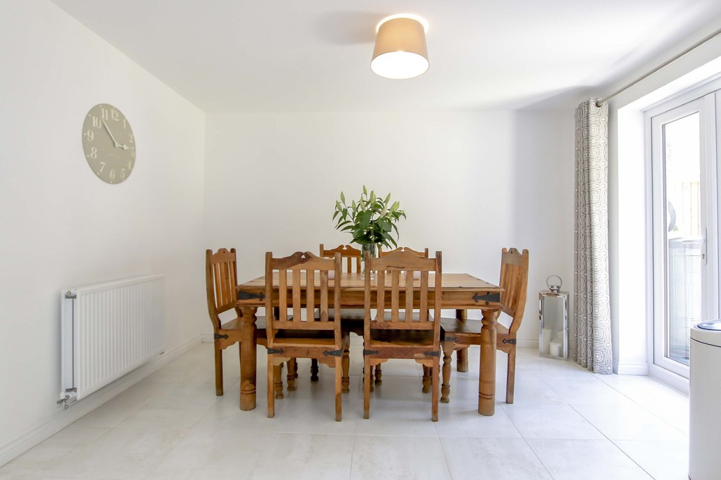 4 Bedroom End Terraced House To Rent - Image 7