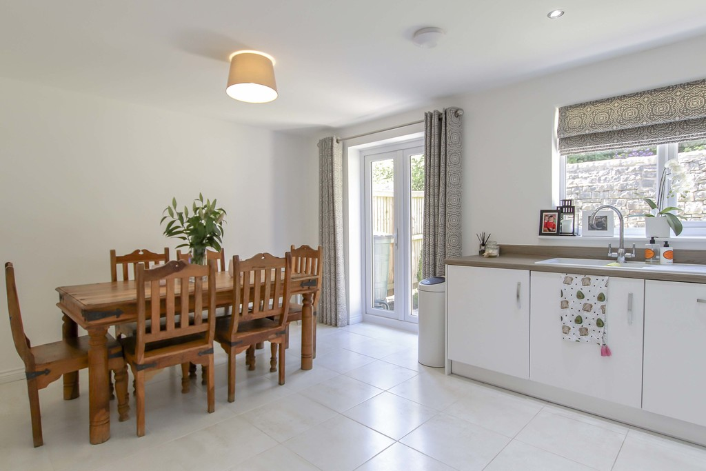 4 Bedroom End Terraced House To Rent - Image 18