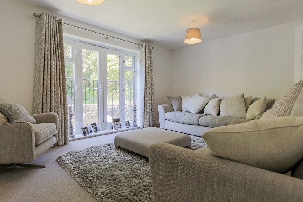 4 Bedroom End Terraced House To Rent - Image 6