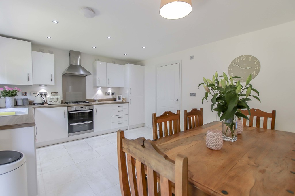 4 Bedroom End Terraced House To Rent - Image 21