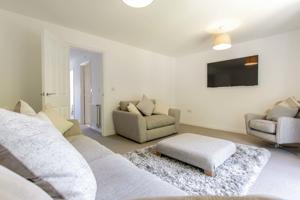 4 Bedroom End Terraced House To Rent - Image 3