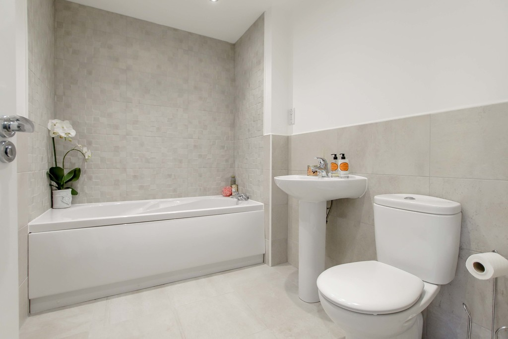 4 Bedroom End Terraced House To Rent - Image 14