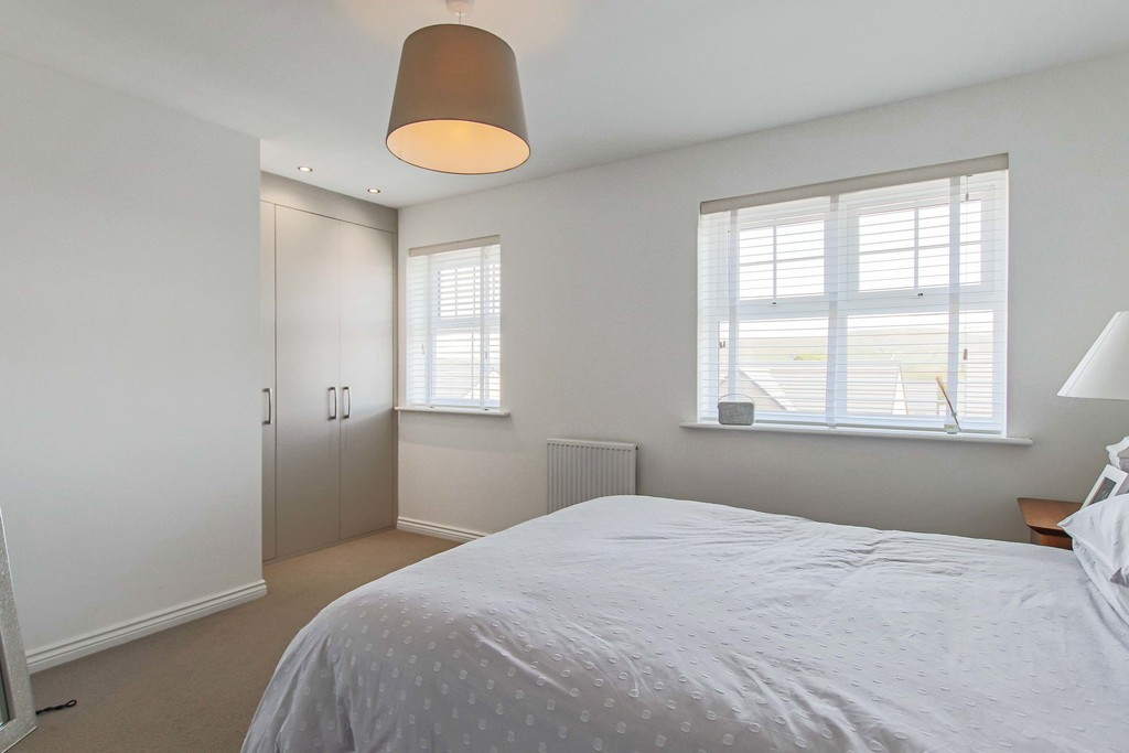 4 Bedroom End Terraced House To Rent - Image 11