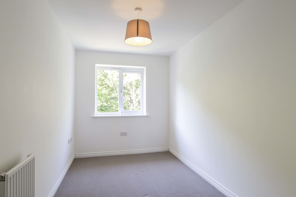 4 Bedroom End Terraced House To Rent - Image 13