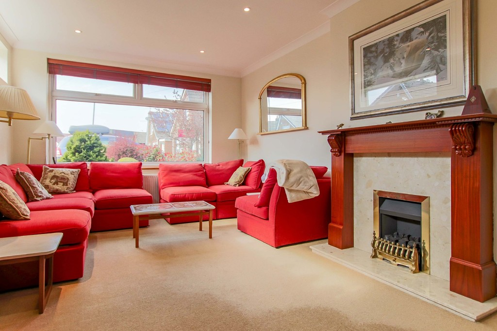 3 Bedroom Link Detached House To Rent - Image 3