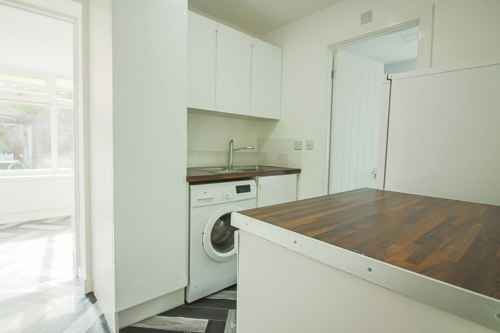 2 Bedroom Detached Bungalow Bungalow To Rent - Image 4