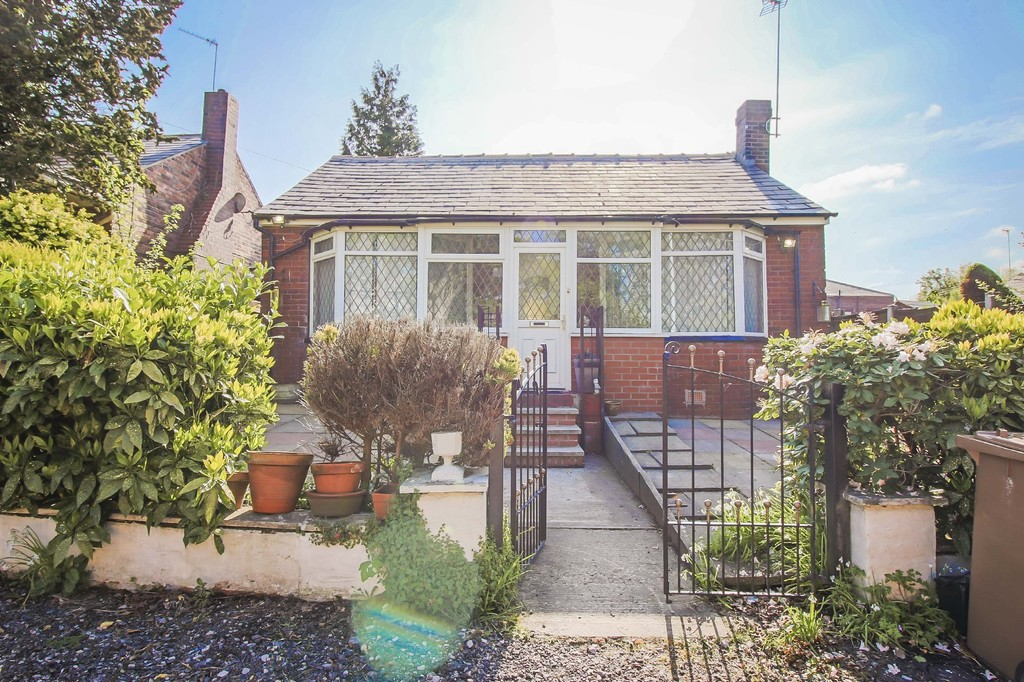 2 Bed Detached Bungalow Bungalow To Rent - Main Image