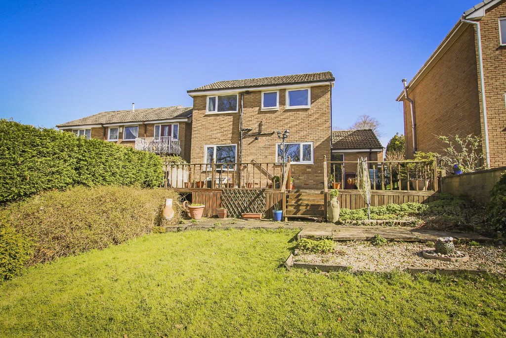 4 Bedroom Detached House To Rent - Image 13
