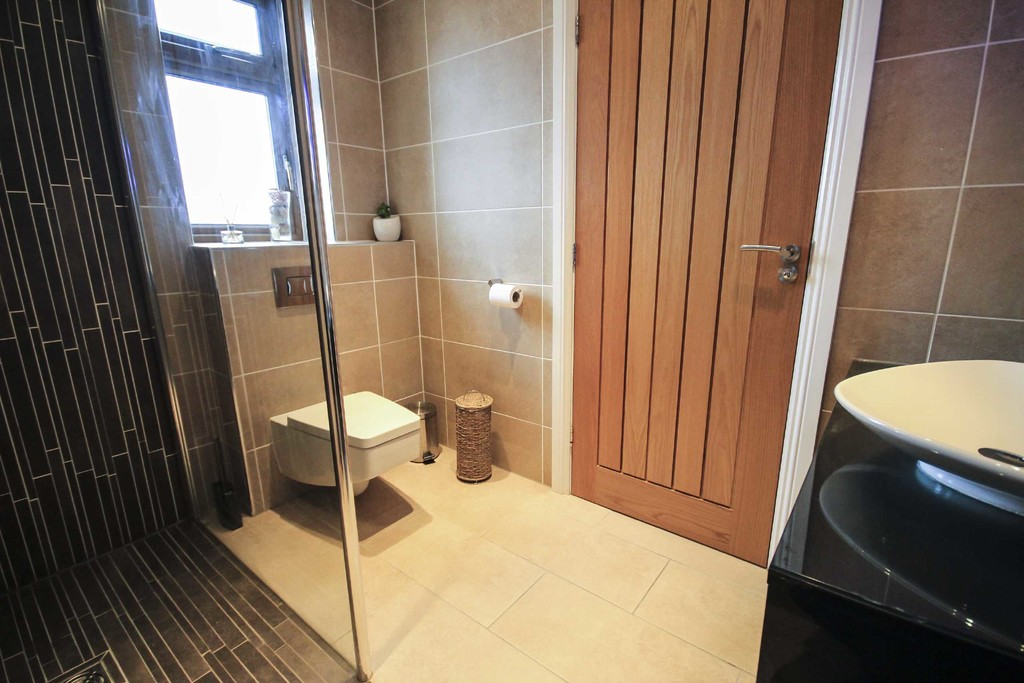 5 Bedroom Detached House To Rent - Image 15