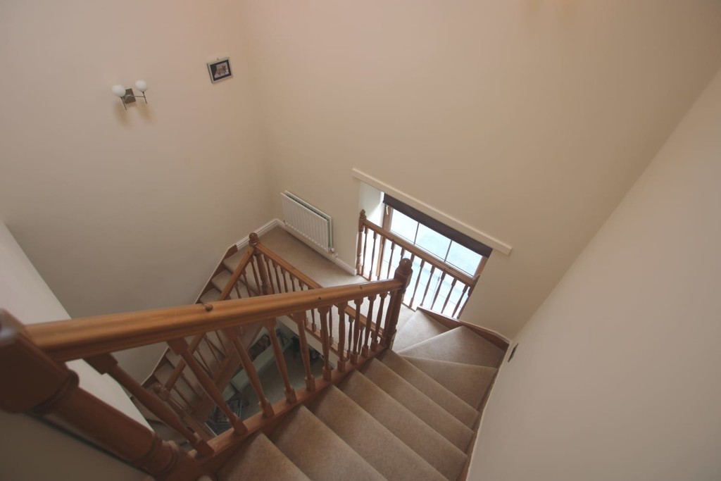 4 Bedroom Town House To Rent - Image 11