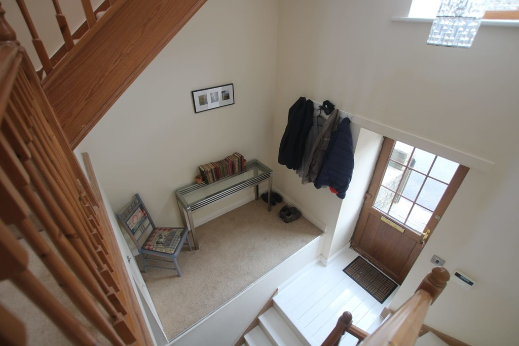 4 Bedroom Town House To Rent - Image 15