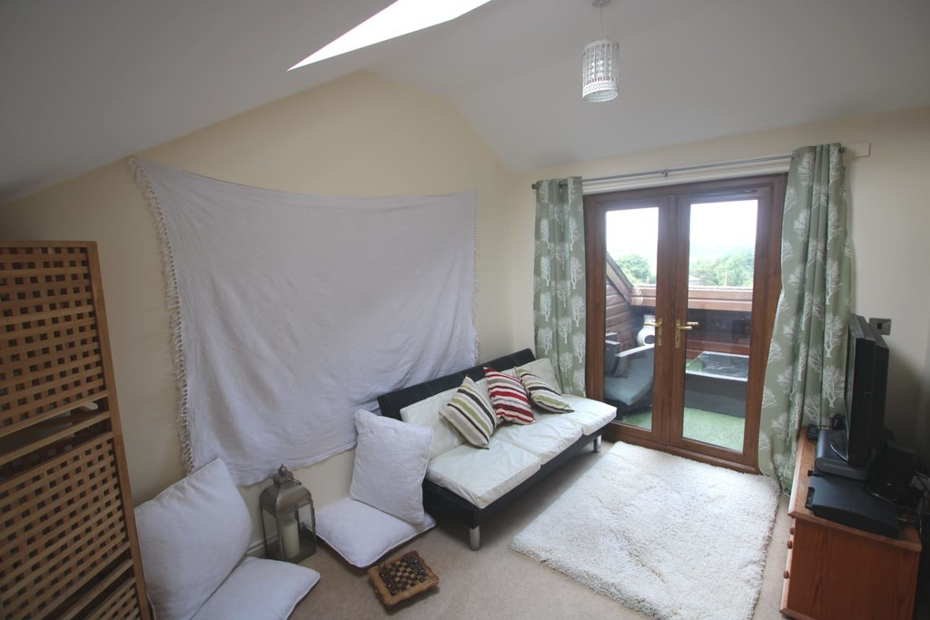4 Bedroom Town House To Rent - Image 12
