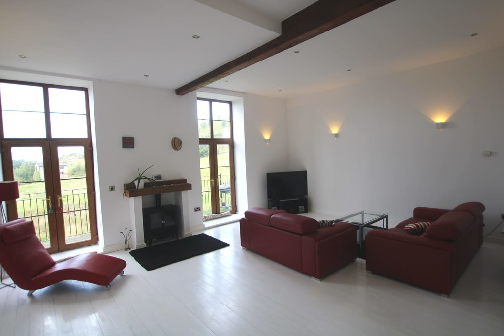 4 Bedroom Town House To Rent - Image 2