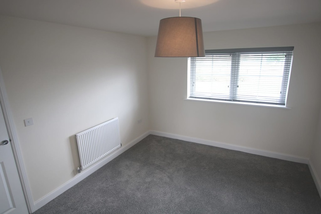3 Bedroom Detached House To Rent - Image 17