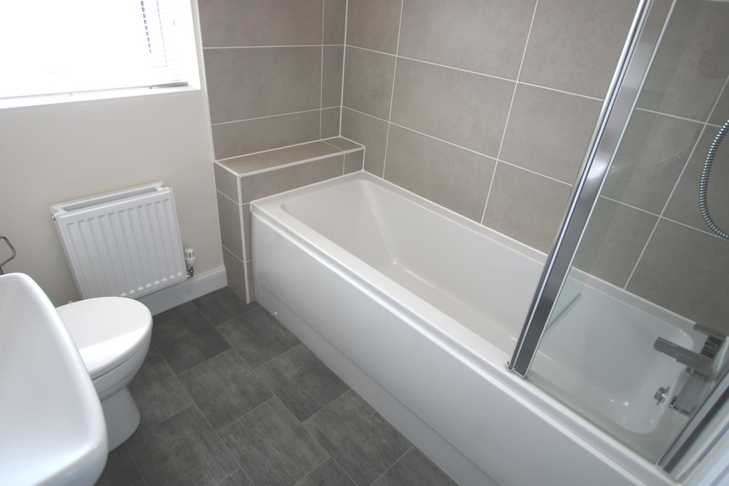 3 Bedroom Detached House To Rent - Image 21